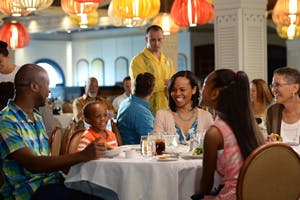 multi gen family dining