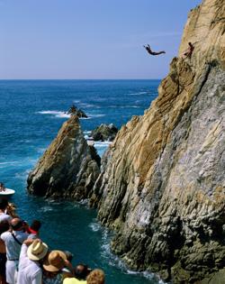 acapulco mexico cliff divers