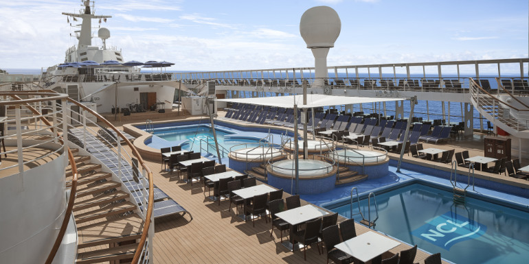 norwegian sky cruise lido pool deck